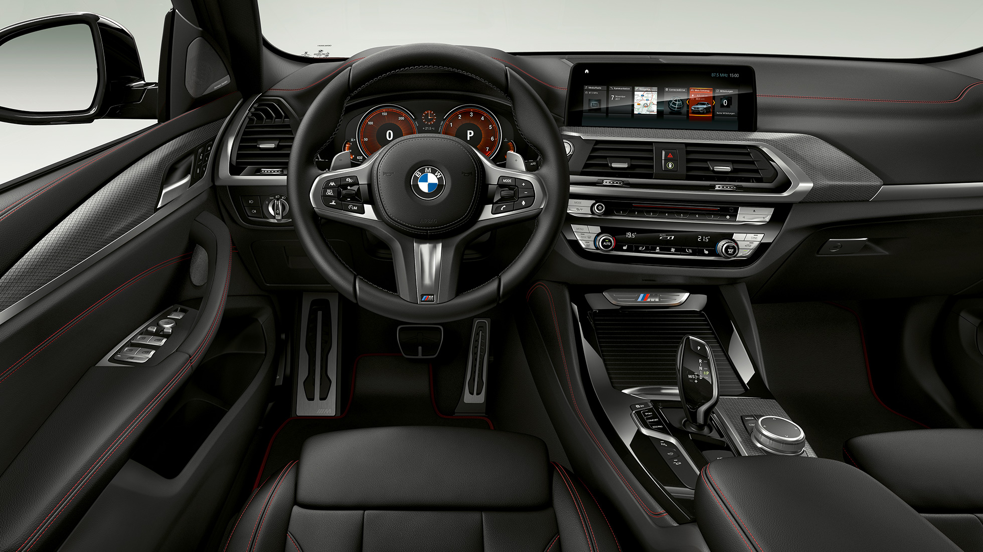 BMW X4 M40i, interior, cockpit with sport seats and M leather steering wheel.